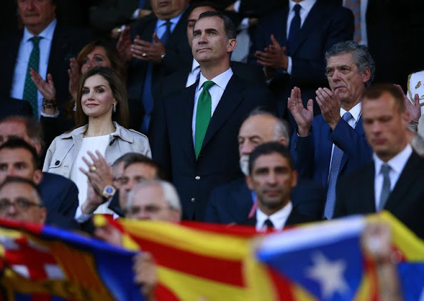 King Felipe and Queen Letizia watched King's Cup (Copa del Rey) final match at Vicente Calderon Stadium in Madrid. Queen Letizia wore Hugo Boss Cascadia Double Breasted Trench Coat