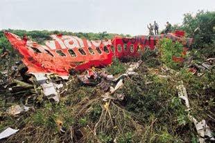 Avión de Avianca destruido en pleno vuelo por una bomba del cártel de Medellín