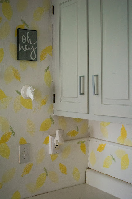 lemon print, sponge print, faux wallpaper, paint, DIY, lemon stamp, stamp wallpaper, wallpaper