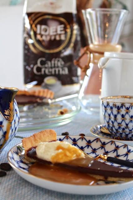 Schokoladen Tarte mit salziger Karamellsauce und Mascarpone-Vanille-Sahne