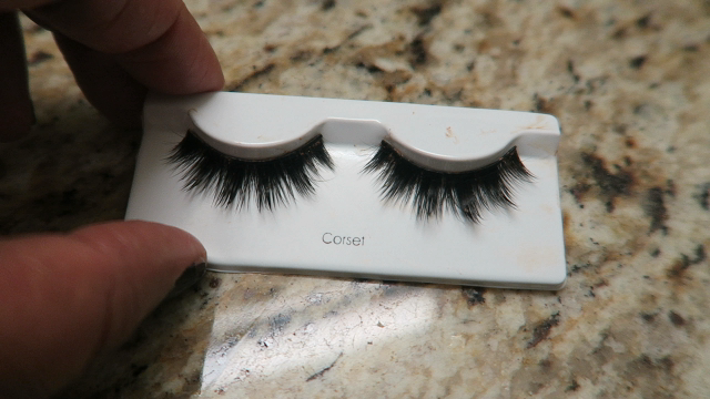 Image: Woman cleans her eyelashes and shares on her blog post at bits and babbles written by Tangie Bell