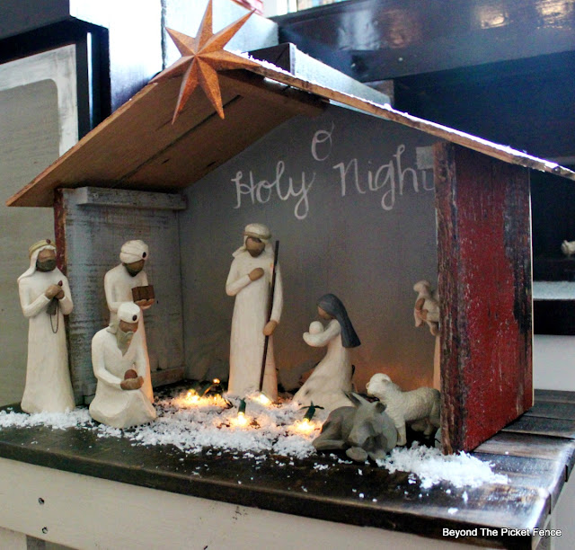 Nativity, Willow Tree, Stable, barn, fake snow, creche, https://goo.gl/xwgamA