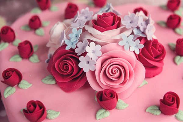 Sugarcraft roses and flowers ontop of Cath Kidston inspired cakes