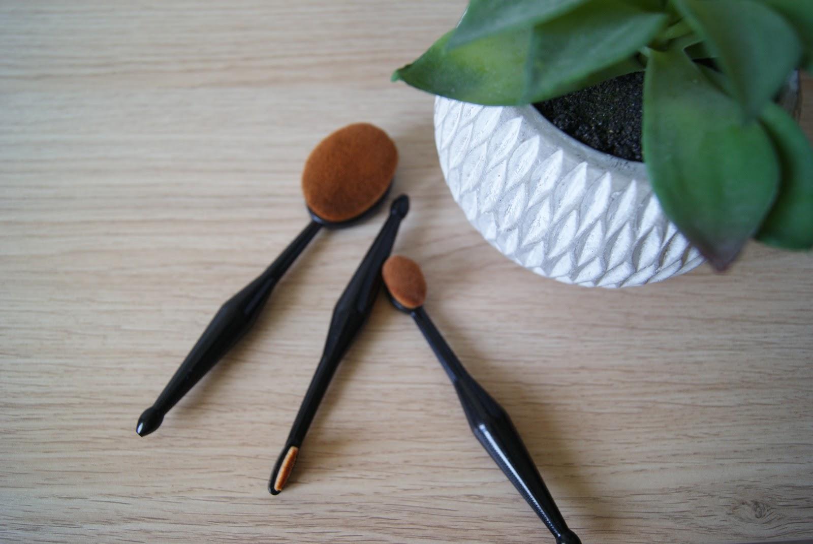 Idéal pour appliquer la base, le fond de teint, le blush, faire le contouring et le strobbing