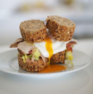 sandwich con sobras de pavo asado