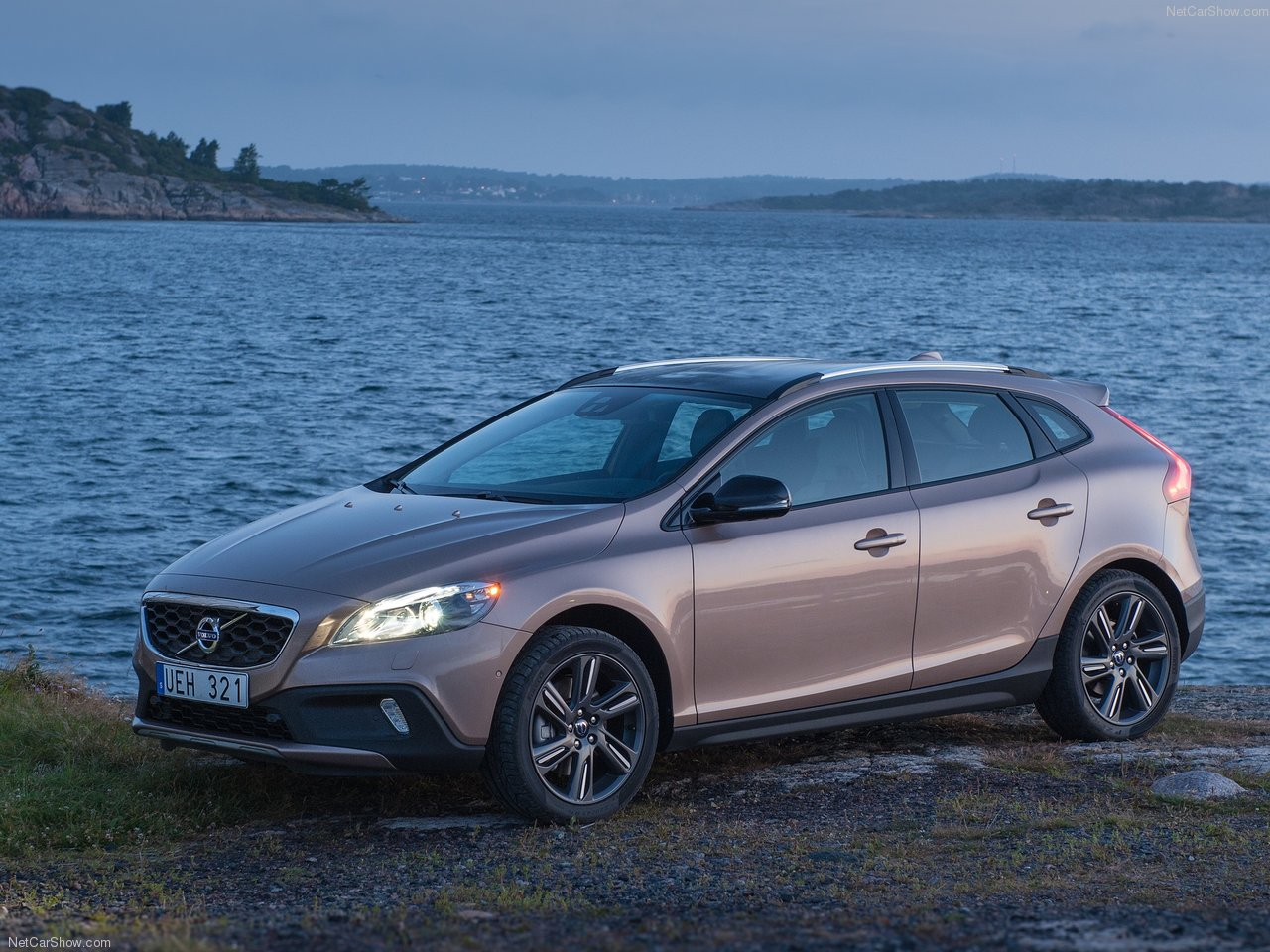 all cars nz 2013 volvo v40 cross country. Black Bedroom Furniture Sets. Home Design Ideas