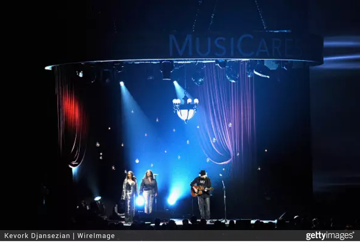 Neil Young, YaDonna West und Dorene Carter bei MusiCares-Gala hier Bob Dylan