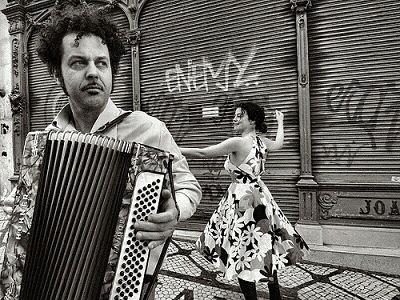 Músico callejero avergonzado