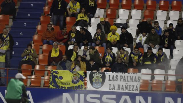 Afición amarilla en Lugo
