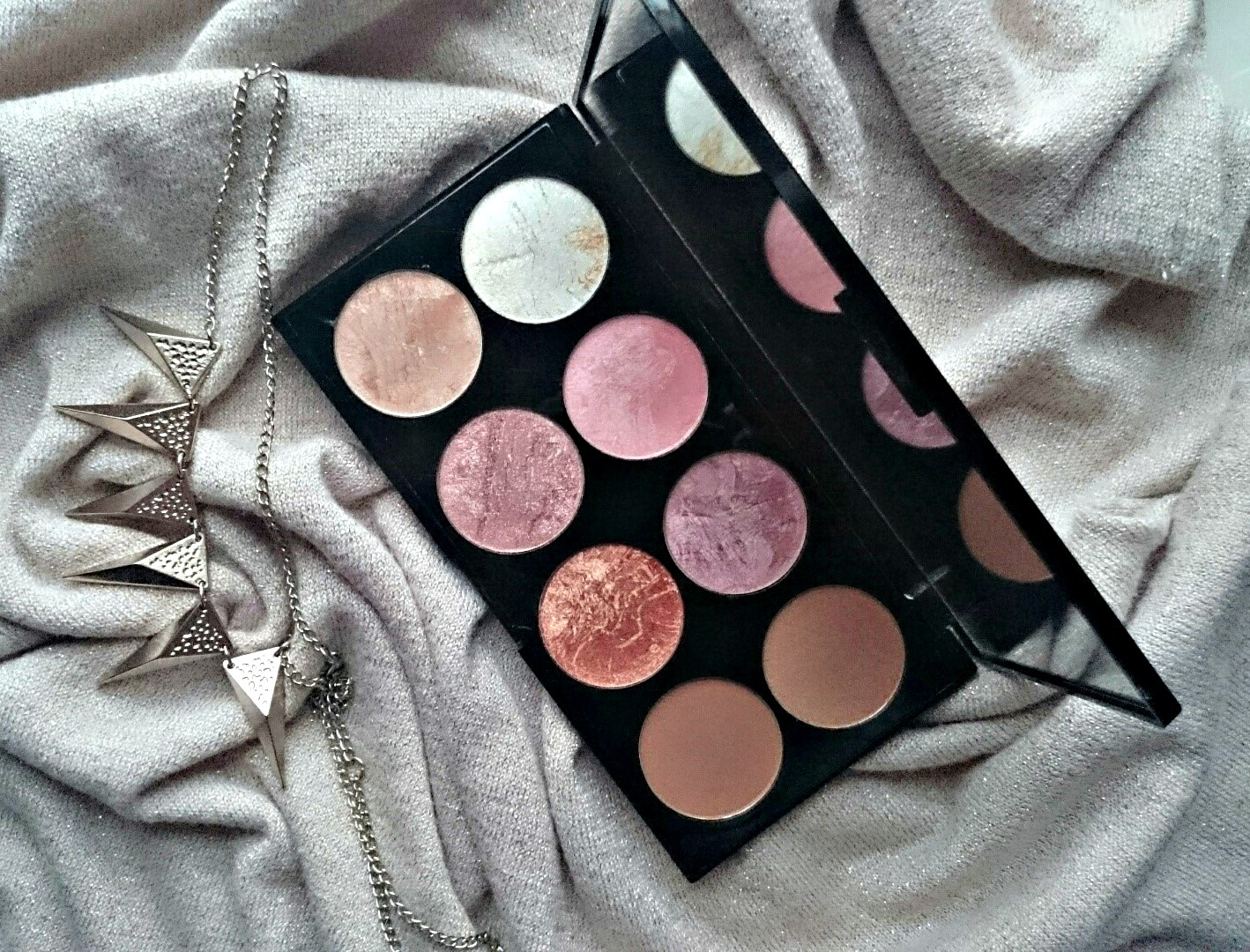 Makeup Revolution Golden Sugar blush palette