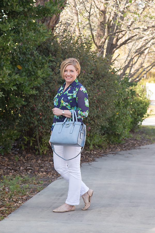 blue floral top, white jeans, womens fashion, summer outfit, spring outfit
