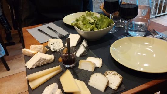 Degustação de queijos e vinhos em Paris