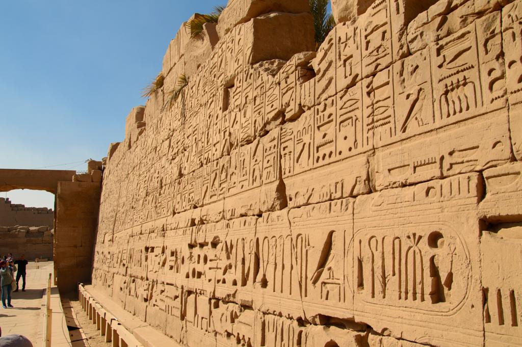 Стена иероглифов в Карнакском храме