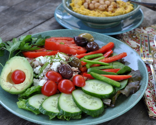 Chicken Greek Salad, another Quick Supper ♥ KitchenParade.com. Low Carb. High Protein. Weight Watchers Friendly.