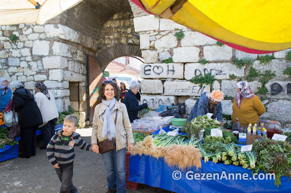 Sığacık pazarında kaleiçinde dolaşırken, Seferihisar İzmir