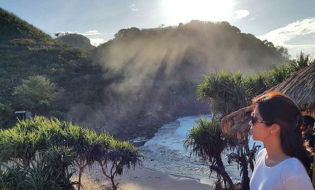 Hasil gambar untuk pantai timang yogyakarta