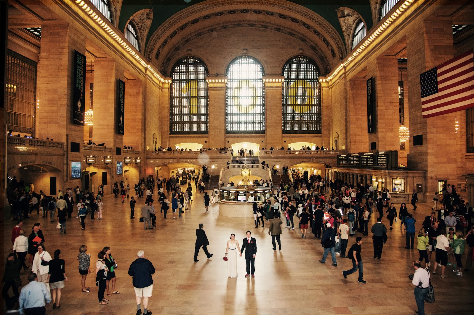 grand central, station, terminal, train, main hall, windows, light, wedding, art deco, 1920s, twenties, NYC, New York, 10 free things to do, free things to do in NYC, travel, New York, explore, adventures, photography, usa, tourism, tourists,