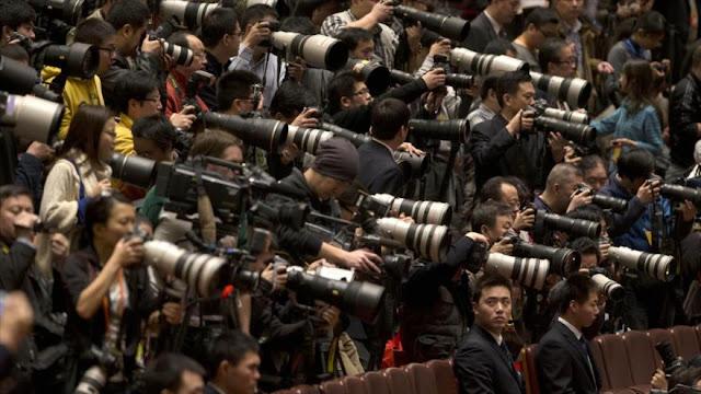 Congreso de EEUU: periodistas chinos deben registrarse como agentes