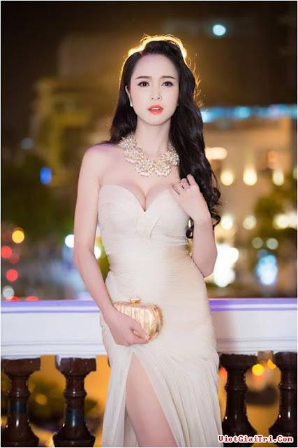 Những bộ ngực đẹp nhất của Mỹ nhân Việt 3