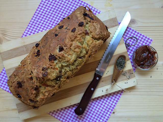 irish soda bread de tomillo y tomates secos receta
