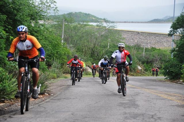 Mais de 750 ciclistas participam do 1º Pedal Sertão: evento agitou Centro Histórico de Piranhas