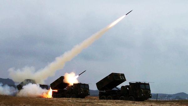 Foto Korea Selatan Berhasil Uji Coba MLRS K-239 Buatan Dalam Negeri