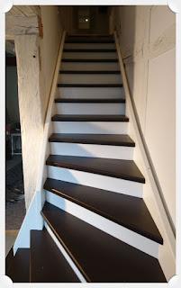Holztreppe zu den Gästezimmern