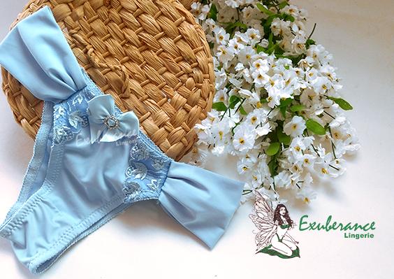 Calcinha tanga azul frozen, lateral dupla sem elástico, detalhes em bordado da Exuberance Lingerie