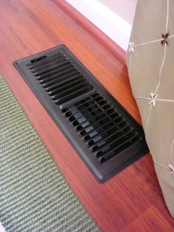 Spray painting floor vents