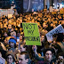 Δεν είναι ο πρόεδρός μου: 100.000 διαδηλώνουν στη Νέα Υόρκη!