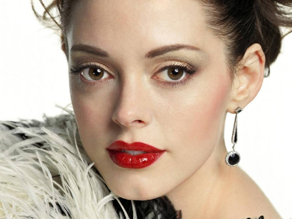 Young Woman Dora: Super Beautiful Woman - Rose McGowan ...