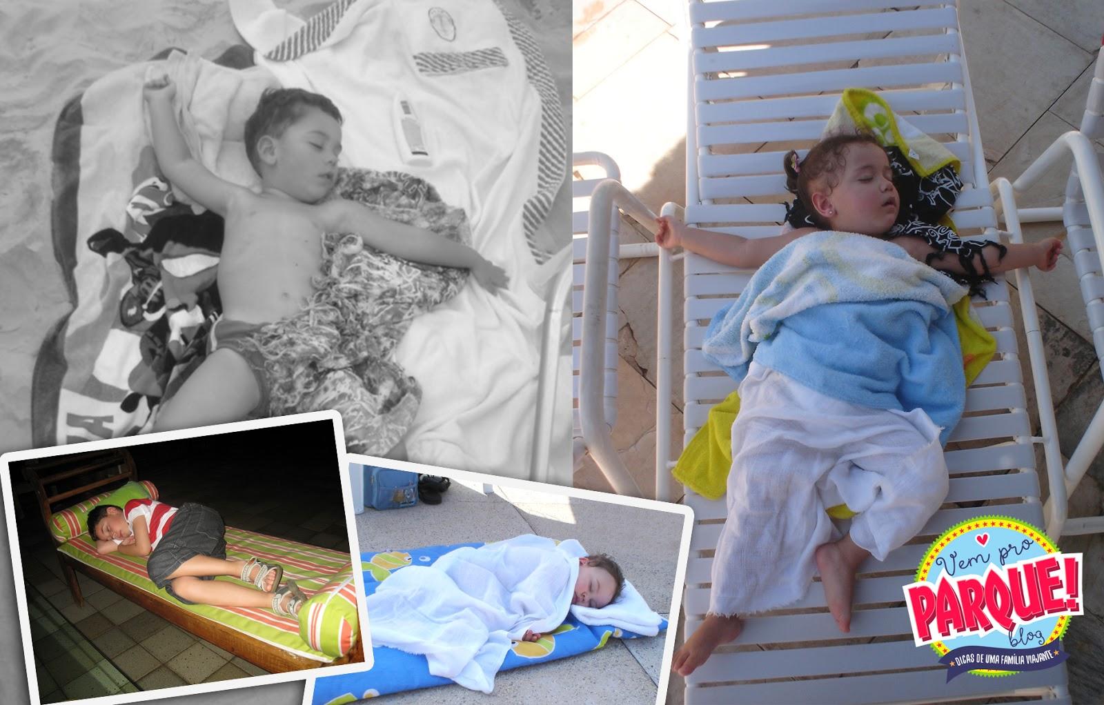 Crianças dormindo na viagem, na praia, no hotel
