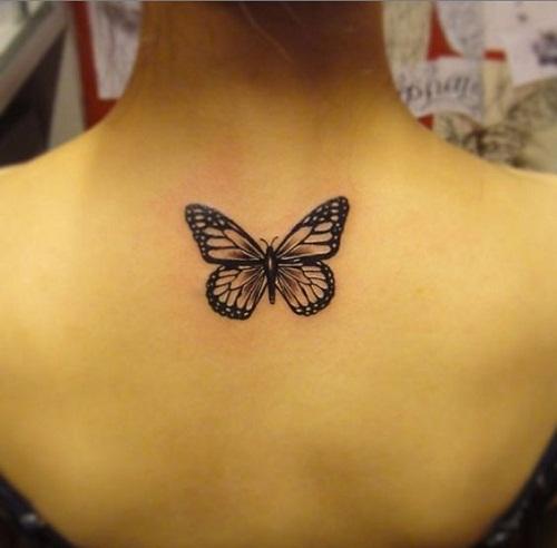 O Preto Da Parte Superior Das Costas Tatuagem De Borboleta