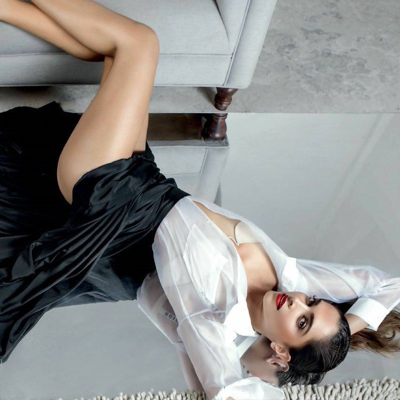 Deepika Padukone posts Hot pic from latest photoshoot