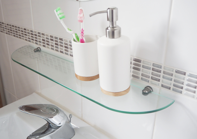 Bathroom Makeover with Sugru Fixing A Shelf