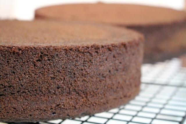 Schokoladenkuchen nach dem Grundrezept meines Victoria Sponge Cakes - perfekt für Motivtorten