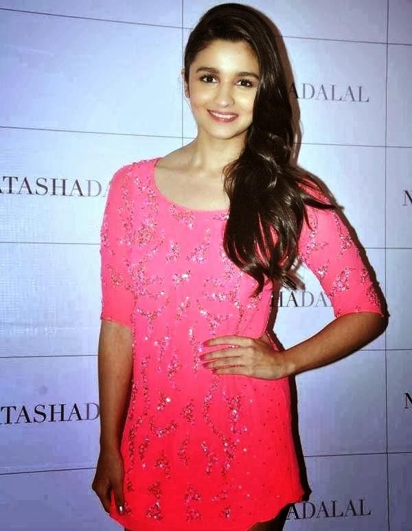 Alia Bhatt Latest Hot Photos In Pink Mini Dress - Hot Blog -4556