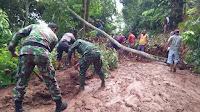 Jalur Salem-Banjarharjo Tertutup Longsor