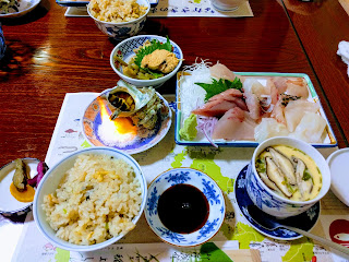 刺身・茶碗蒸し・炊き込みご飯・サザエ残酷焼き等コース料理