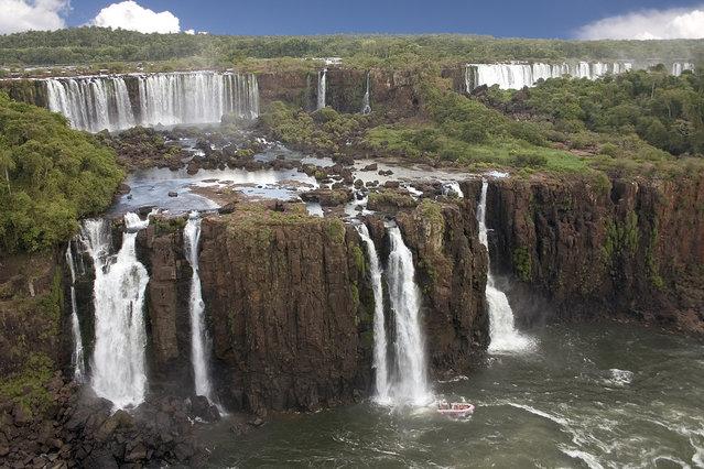 omorfos-kosmos.gr - Iguazu: 275 διαφορετικοί καταρράκτες σε ένα σημείο!