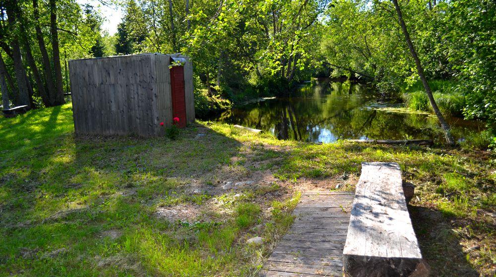 Valgejõe puhkekeskus saun jõe ääres