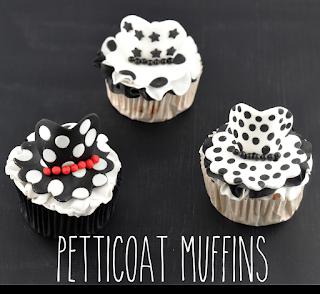 http://melinas-suesses-leben.blogspot.de/2014/08/petticoat-and-milkshake-cupcakes-im-50s.html