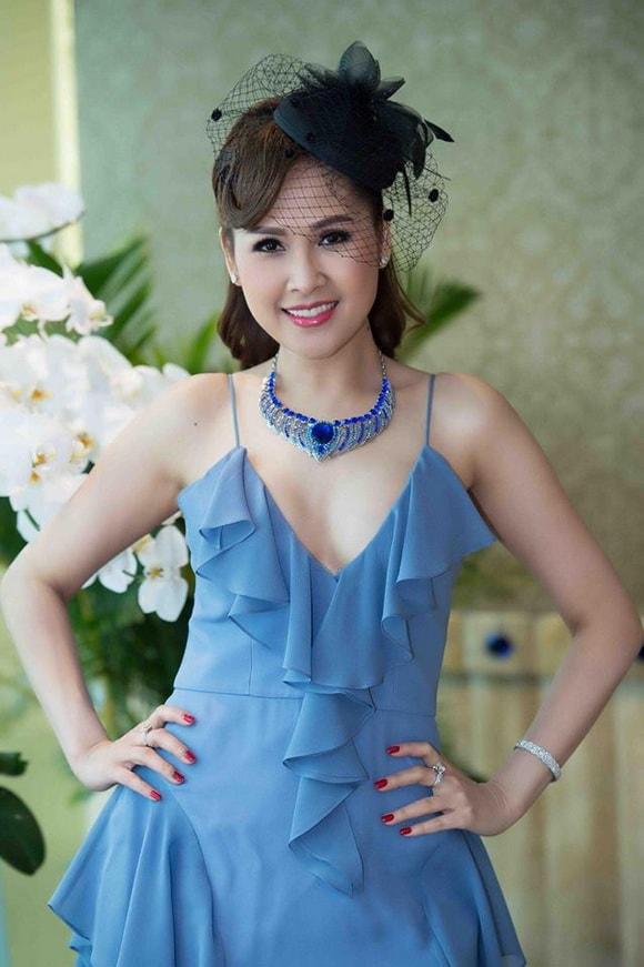 'Gái nhảy' Minh Thư diện váy xanh tiên cá khoe vẻ đẹp gợi cảm tuổi 42 -1