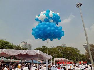 Dengan balon potong pita menjadikan acara opening anda makin lengkap