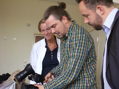 Ärztin, Kameramann, Reporter ... und Kamera