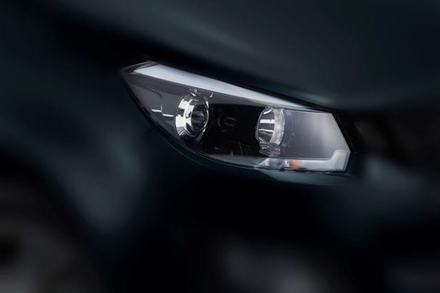 All New 2018 Mahindra Marazzo Headlight