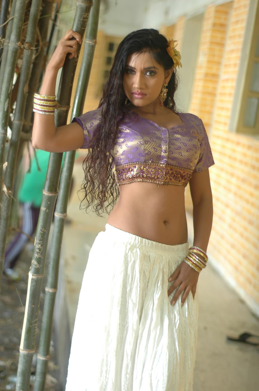 That bhojpuri actress hot navel agree with