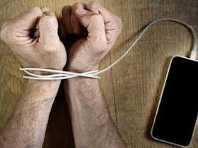 2 Pelajar ini mengalami gangguan jiwa, karna kecanduan Smartphone - Responsive Blogger Template