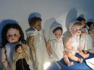 Grupo de muñecas antiguas de bisquit en al desembalaje cantabria