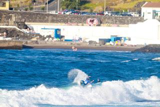 13 Parker Coffin USA Azores Airlines Pro foto WSL Laurent Masurel